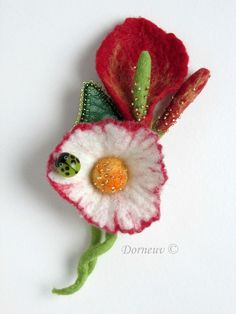 Broches en laine feutrée - felting with beads - stunning!