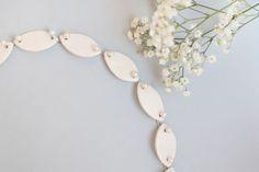 Porseleinen sieraden - De sieraden van Loes Theunissen! Ceramic Necklace, Porcelain Jewelry, Wreaths, Ceramics, Decor, Ceramica, Pottery, Decoration, Door Wreaths