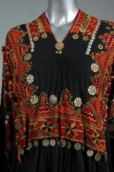 Indus Kohistan, Pakistan, first half 20th century, woman's wedding dress (jumlo), of black cotton with elaborately embroidered bodice and deep, wide sleeves, adorned with buttons, coins and gilt plaques, flared, gored skirt Ethnic Fashion, Indian Fashion, Boho Fashion, Fashion Design, Afghan Clothes, Afghan Dresses, Costume Ethnique, Quoi Porter, Bohemian Mode