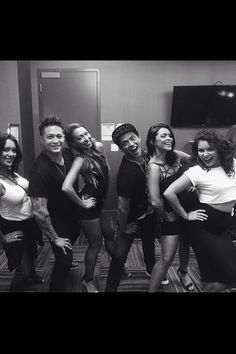 Bruno Mars with his sisters and brother! SOOOO cute!!!