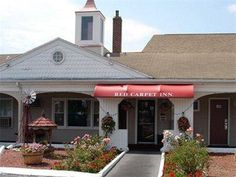 Red Carpet Inn West Springfield West Springfield (Massachusetts) Set in West Springfield, Massachusetts and close to local attractions including Six Flags of New England amusement park, this motel features free wireless internet access.