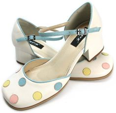 Sapato Lilly 1920s Shoes, Vintage Shoes, Zpz Shoes, Bags Game, Versace, Flower Shoes, Mocassins, Crazy Shoes, Types Of Shoes