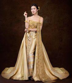 """""""ชุดไทยประยุกต์ที่ทุกท่านได้เห็นและชื่นชม ฉบับนี้ผมได้รับเกียรติ จากนางเอกและไฮโซของประเทศไทย ที่ได้ร่วมถ่ายทอดความงดงาม ที่สุดตราตรึงประทับใจ…"""""""