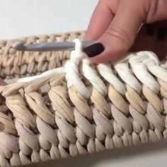 Diy Crochet Stitches, Crochet T Shirts, Crochet Dishcloths, Crochet Motif, Crochet Lace, Crochet Bowl, Crochet Basket Pattern, Crochet Patterns, Crochet Hooded Scarf