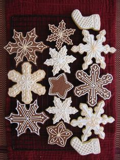 Christmas holiday baking snowflake gingerbread cookies biscuits with icing Noel Christmas, Christmas Goodies, Christmas Desserts, Christmas Treats, Winter Christmas, All Things Christmas, Christmas Decorations, Snowflake Cookies, Holiday Cookies