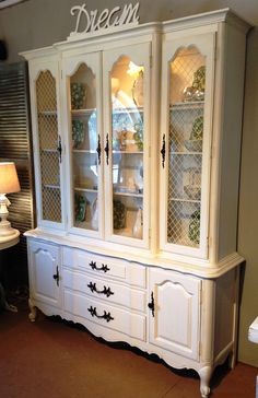 Gorgeous Thomasville China Cabinet, Newly Painted And Glazed.