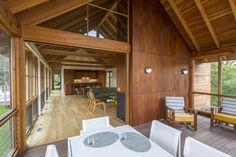 Projeto de casa de campo com abundante iluminação natural