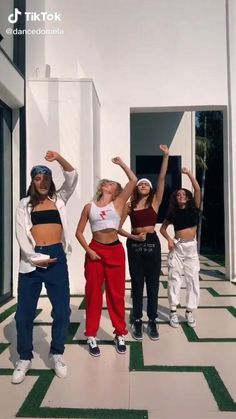Dance Music Videos, Dance Choreography Videos, Ariana Grande Performance, Friend Poses Photography, Bff Poses, Estilo Indie, Girl Celebrities, Funny Short Videos, Dance Moves