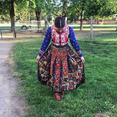 Hungarian Girls, Costumes Around The World, Folk Clothing, Hungarian Embroidery, Folk Dance, Le Far West, Folk Costume, Is 11, Ethnic Fashion