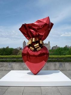 jeff koons makes great art. His pieces are always whimsical and FUN
