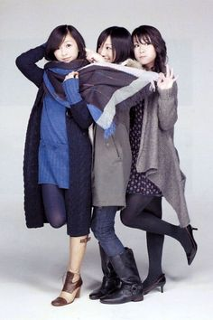 Perfume Jpop, How To Style Bangs, Beautiful Asian Girls, Messy Hairstyles, Look Fashion, Raincoat, Fragrance, Normcore