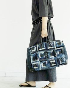 Image may contain: people standing Patchwork Bags, Quilted Bag, Japanese Bag, Diy Handbag, Denim Bag, Fabric Bags, Office Fashion, Purses And Bags, Stylish