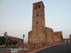 Torre a los pies de la iglesia
