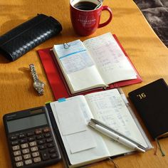明日給料日なので家計簿を〆てます。 2015版はこれで終わり。 お世話になりました、ありがとう。 ちょっと寂しい。 必要な項目を書き写したら明日からは2016版のみ使用です! #ほぼ日weeks #能率手帳ゴールド #万年筆 #キャップレス #フリクション