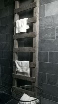 oude ladder als decoratie - handdoekrek in de badkamer. Stoer accent! Kijk voor meer interieurideeen op fb: als.nieuw.7