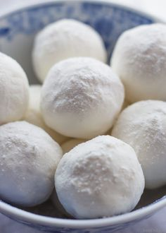 Homemade bath melts are the perfect way to soothe itchy skin while you soak. Get the easy recipe and learn why milk and honey are wonderful natural body care ingredients. All natural body care. Non-toxic bath and beauty. DIY bath bombs. Homemade bath bombs.