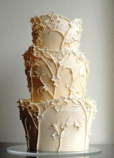 This wedding cake design is not common. Look at the detail it become so elegant! Beautiful Wedding Cakes, Gorgeous Cakes, Pretty Cakes, Amazing Cakes, Unusual Wedding Cakes, Perfect Wedding, Unique Cakes, Creative Cakes, Cake Pops