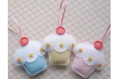 Trio of Handmade Felt Cupcake Decorations by ilovehearts on Etsy, Holiday Ornaments, Christmas Crafts, Hobbies And Crafts, Crafts For Kids, Felt Crafts, Diy Crafts, Sewing Crafts, Sewing Projects, Felt Cupcakes