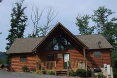 Smoky Mountain Vacation Cabin Rentals near Pigeon Forge, Tennessee Hidden Springs Resort. Pet friendly vacation rental near Dollywood. Pigeon Forge Cabin rentals.Mountain Retreat