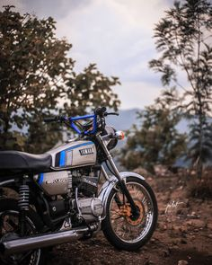 Cute Couples Photography, Bike Photography, Background For Photography, Yamaha Cafe Racer, Yamaha Bikes, Motorcycles, Dragon Ball Z Iphone Wallpaper, Full Hd Wallpaper Android, Yamaha Rx 135