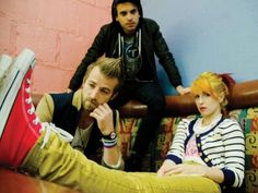 Paramore Hayley Williams 2011 Outfit | Striped Cardigan, T Shirt, Colored Jeans, Converse