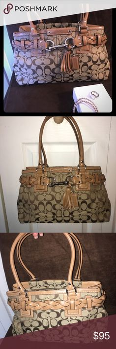 Just Arrived ✨ Coach Purse ✨ Like New Condition Coach Purse ✨ Coach Hampton Signature Carryall in Perfect Condition! Coach Bags