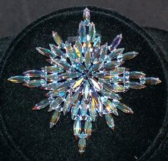 RARE LARGE SHERMAN VINTAGE BROOCH PIN SNOW FLAKE BLUE CRYSTAL AURORA BOREALIS