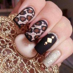 Winter leopar nails