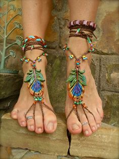 Show off your fancy footwork with barefoot sandals | Offbeat Bride