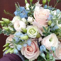 Sunday treat from @firstblush_dawn #meijerroses #firstblush_dawn #sweetavalanche #weddingidea #weddinginspiration #bridetobe #luxuryroses