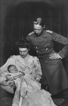 Friedrich Wilhelm and Cecilie with their 1st child, Prince Wilhelm.