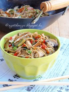 Az otthon ízei: Kínai zöldséges-csirkés tészta Nea módra Japchae, Vitamins, Protein, Yummy Food, Healthy Recipes, Ethnic Recipes, Delicious Food, Healthy Eating Recipes, Healthy Food Recipes