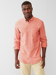 15297c9e689 Take your wardrobe to the next level with premium men s shirts from Gap.  Browse a line of handsome shirts for men today.