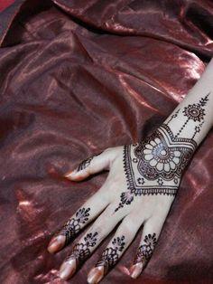 Simple henna design by dewita #hennalovers