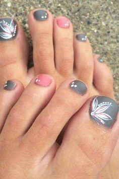 Toe nails 21 Pretty Toe Nail Designs for Your Beach Vacation More Female Pattern Baldness: Diagnosis Pretty Toe Nails, Cute Toe Nails, Pretty Toes, Fun Nails, Pretty Beach, Pedicure Nail Art, Toe Nail Art, Beach Pedicure, Wedding Pedicure