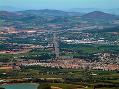 A view from the top of the old Du Toit's Kloof pass of Paarl, South Africa. Places Of Interest, Take Me Home, City Buildings, Countries Of The World, Cape Town, Continents, South Africa, Places To Go, Scenery
