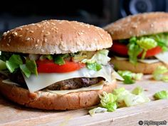 En ce moment avec le retour du Big Tasty chez McDo, j\'ai tout naturellement eu envie d\'en manger un. Oui mais voilà, mes dernières excursions chez Ronald m\'ont déçu (burgers mal montés, froids...) donc pour