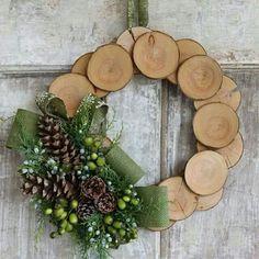 Decorazioni natalizie con tronchi e rami. Date un'occhiata a queste splendide decorazioni natalizie realizzate con tronchi e rami. Lasciatevi ispirare da