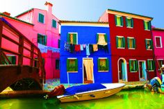 25 Fascinating Craziest House Colors Images Crazy Houses
