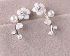 Elegantné jednoduché naušnice v tvare kvetu s kryštálikom a perlami.. Pearl Earrings, Pearls, Jewelry, Fashion, Moda, Pearl Studs, Jewlery, Jewerly, Fashion Styles