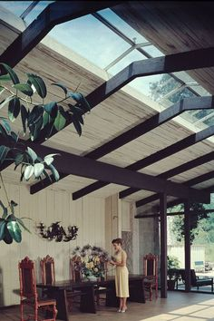 Mid-Century courtyard at developer Cliff May's home: Mandalay, Old Ranch Road, Los Angeles: