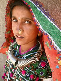 India | A Meghwal woman in the Hodka village, north of Bhuj, Kutch District, Gujarat | © Meena Kadri
