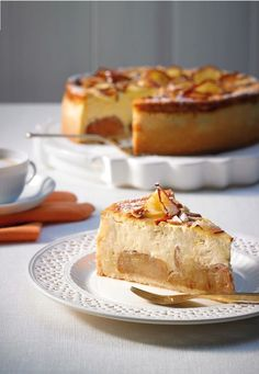 A successful combination - cheesecake with baked apple kuchen ostern rezepte torten cakes desserts recipes baking baking baking Apple Cheesecake, Classic Cheesecake, Easy Cheesecake Recipes, Dessert Recipes, Food Cakes, Cheesecake Tradicional, Baked Apples, Baking Recipes, Bakery