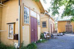 Käsintehtyä ja kaunista: Mailman ainoo Pispala House Landscape, Finland, Garage Doors, Places To Visit, Architecture, Outdoor Decor, Dreams, Beautiful, People