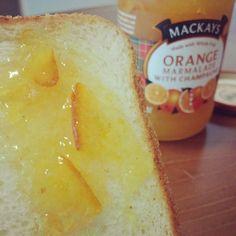 #일요일 은 #방콕 하면서 #빵데이 !!!! #딸기잼 지겨워서 오늘은 #오렌지마멀레이드 #식빵 #빵 #빵순이 #빵스타그램 #먹스타그램 #instafood #mackays #orangemarmalade