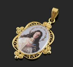 Medalla grande de porcelana de la Inmaculada Concepción con cerco de filigrana oro 18 kl.