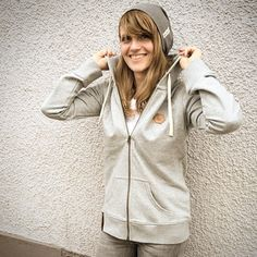 grey blaccbird hoodie with leather patch and grey beanie blaccbird - fashion made in Reutlingen