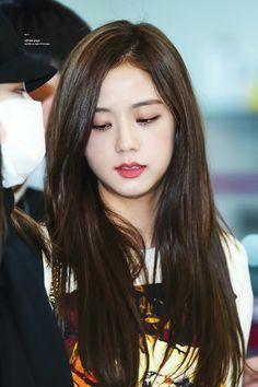 Blackpink Jisoo, Kim Jennie, Yg Entertainment, South Korean Girls, Korean Girl Groups, Asian Woman, Asian Girl, Black Pink ジス, Blackpink Photos