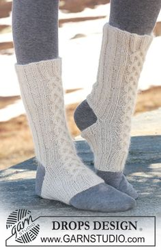 """DROPS yoga Socks with cables in """"Alpaca"""" and """"Kid-Silk"""". ~ DROPS Design"""