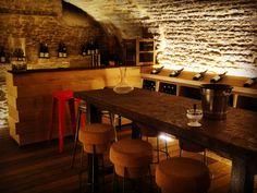 un caveau pouvant accueillir 16 personne pour des réunions, des dégustations de vins...